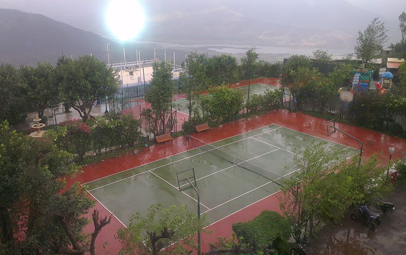 Hotel with tennis court